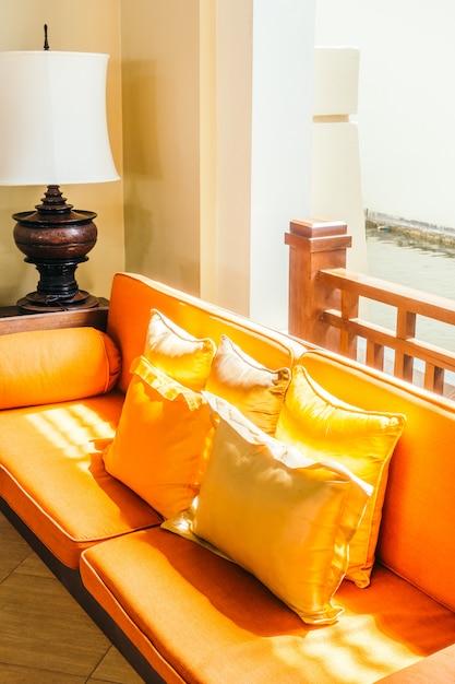 Пустой деревянный диван и кресло Бесплатные Фотографии