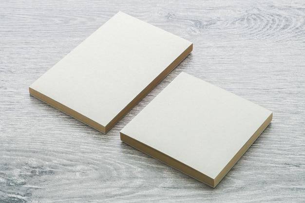 空白のノートブックのモックアップ 無料写真