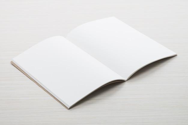 白紙のモックアップ 無料写真