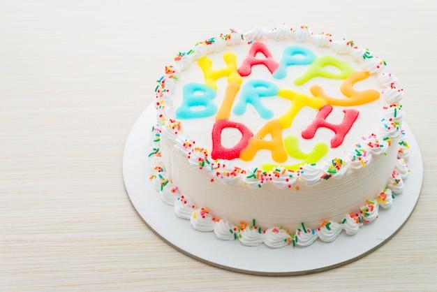 木製の背景にお誕生日おめでとうケーキ 無料写真