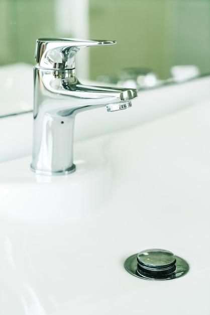 バスルームの蛇口の水 無料写真