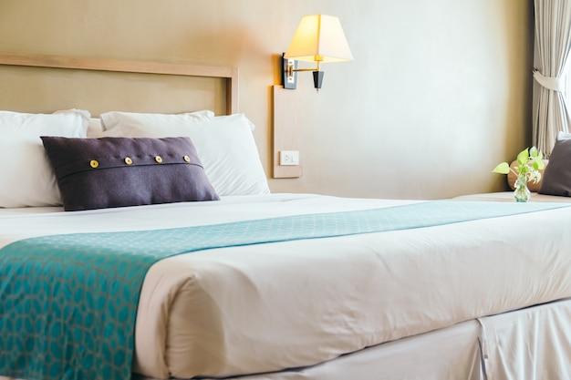 Удобная подушка на кровать Бесплатные Фотографии
