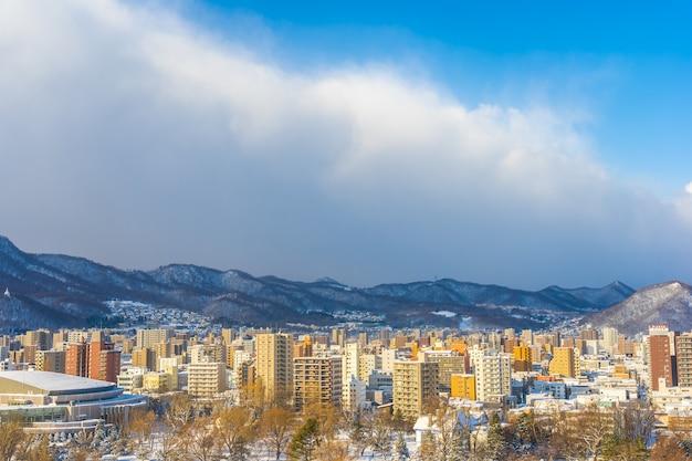 冬の山の景色を望む美しい建築物札幌市北海道日本 無料写真