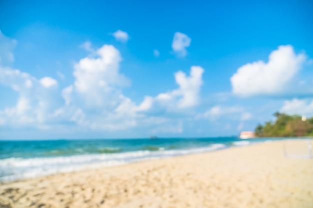 抽象的なぼかしデフォーカス美しいビーチと海 無料写真
