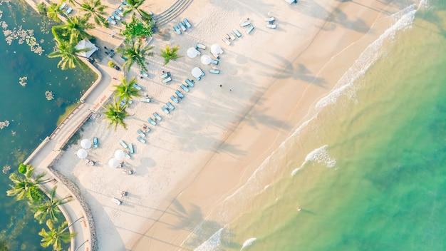 ビーチと海の空撮 無料写真
