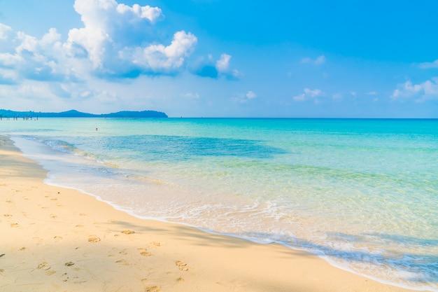 美しいビーチと海 無料写真