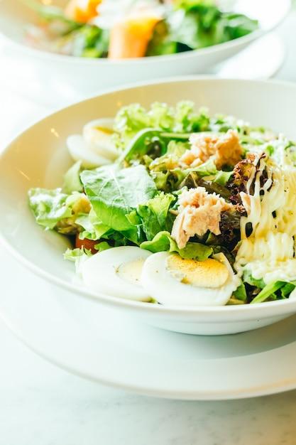 白いマグロのサラダ 無料写真