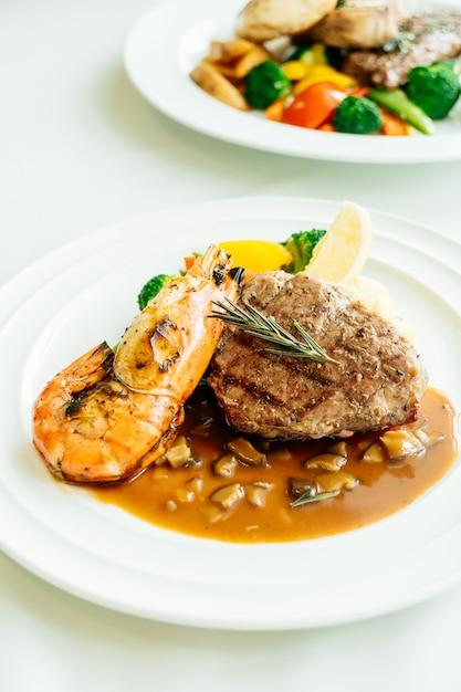 魚介類とステーキのコース料理 無料写真