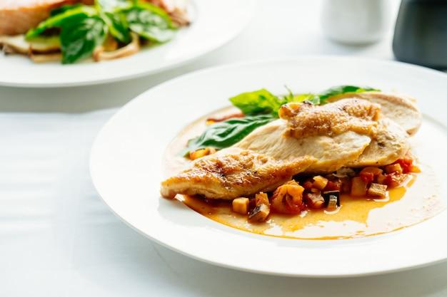 鶏の胸肉ステーキ 無料写真