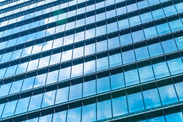 窓ガラスのパターンを持つ美しい建築事務所ビル高層ビル 無料写真