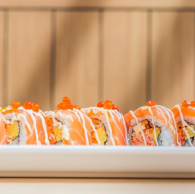 サーモン巻き寿司 無料写真