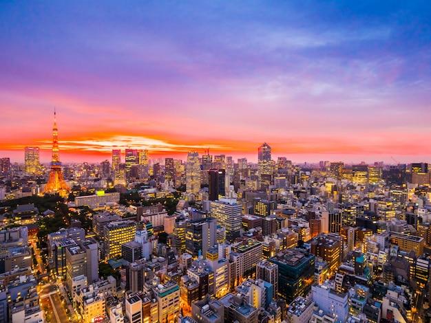 Красивая архитектура и башня токио в городе японии Бесплатные Фотографии