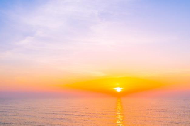 レジャー旅行や休暇のための海海の美しい風景 無料写真