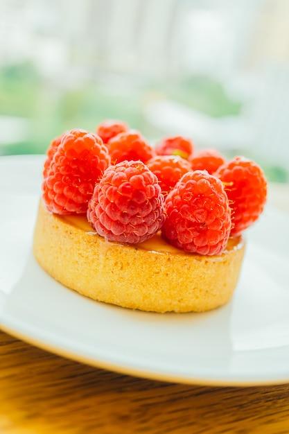 Сладкий десерт заварной крем с малиной сверху Бесплатные Фотографии