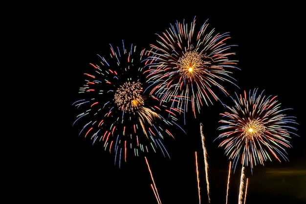 お祝い記念日の花火の表示背景 無料写真