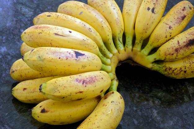 Банановая связка Premium Фотографии
