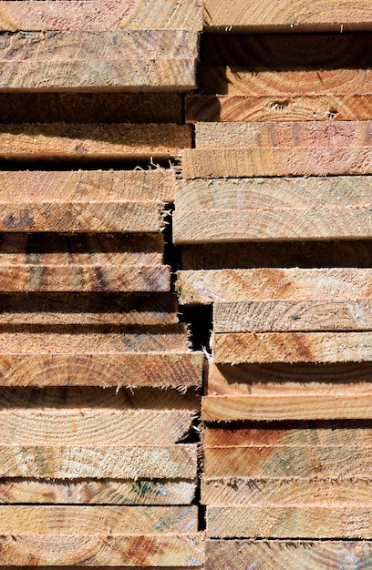 木の板の山で抽象的な構成 Premium写真