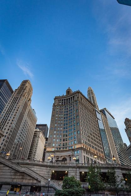 晴れた日にキガコの建物ビュー Premium写真