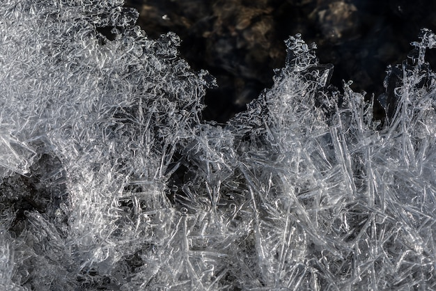 アイスの質感氷の切片、気泡、凍った水の中の酸素。 Premium写真