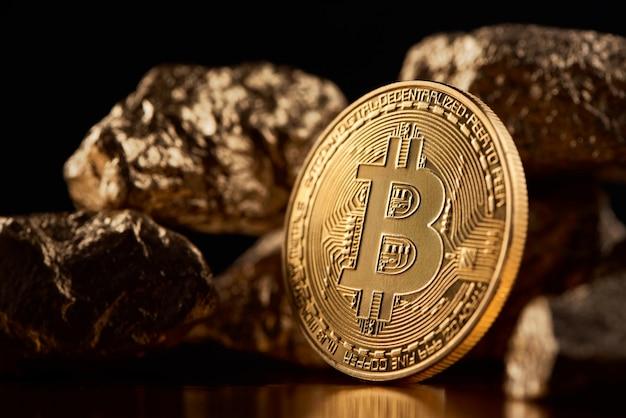 金塊の横にある黄金のビットコイン Premium写真