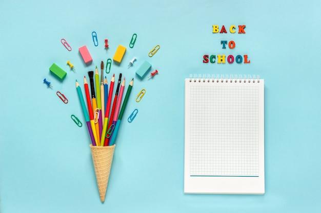 ワッフルアイスクリームコーンの文房具鉛筆絵筆ペーパークリップ Premium写真