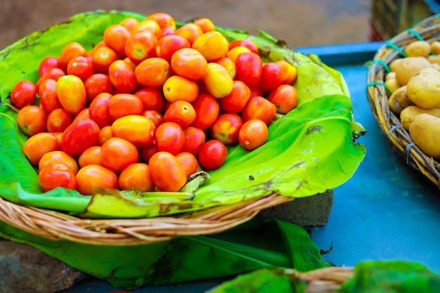 Индийский овощной рынок Premium Фотографии