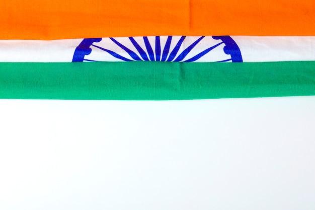 Счастливый день республики индия, трехцветный флаг на белом фоне Premium Фотографии