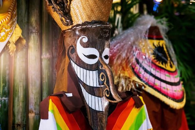 タイのゴーストダンスマスク、ピタコン、ゴーストマスクフェスティバルまたはタイのハロウィーン Premium写真