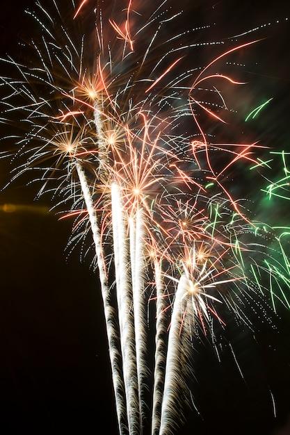 Фейерверк ночью, пожарные замки Premium Фотографии