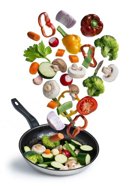 新鮮な野菜のグリルに孤立した白い背景 Premium写真
