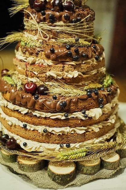 フルーツビスケット多色ウェディングケーキ Premium写真