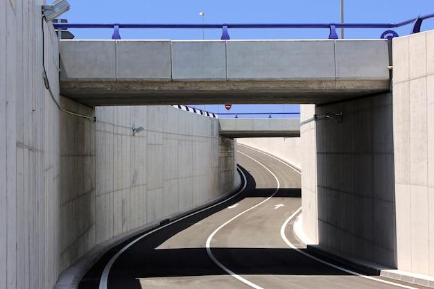 土木工学。橋の構造 Premium写真