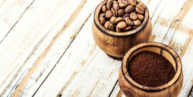 Кофе в зернах и молотый Premium Фотографии