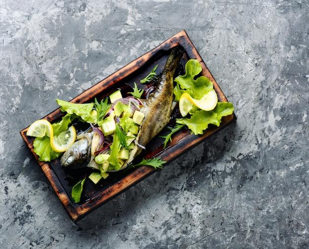 アボカド焼き魚 Premium写真