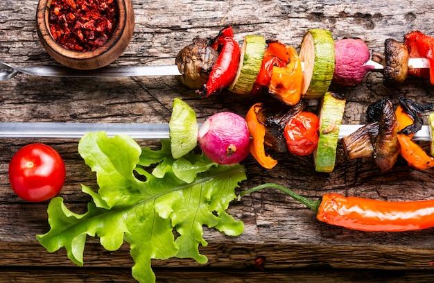 野菜の串焼き Premium写真