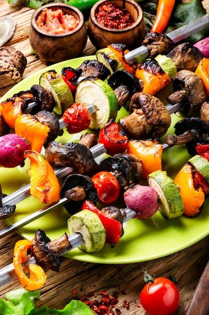野菜の串焼きケバブ Premium写真