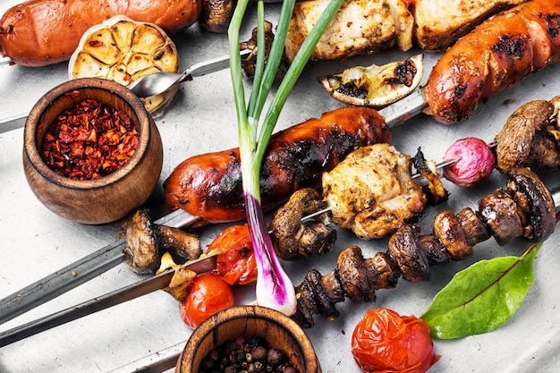 焼き肉の串焼き、シシカバブ Premium写真