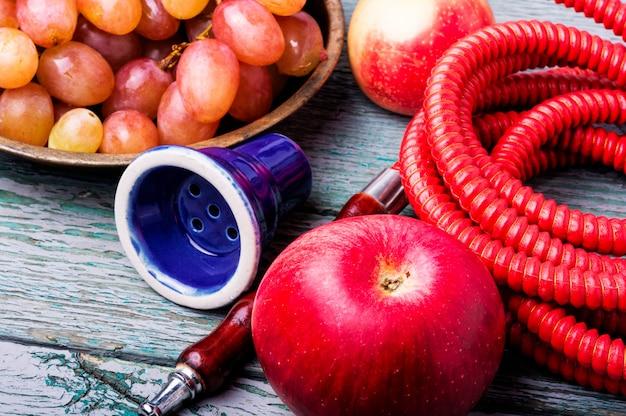 香りのブドウと水ギセル Premium写真