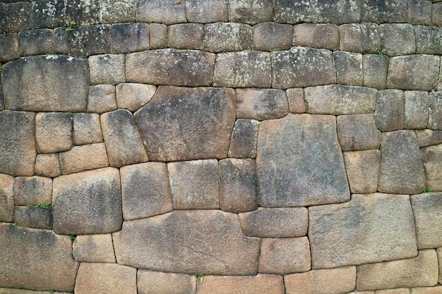 マチュピチュ、クスコ、ウルバンバ、ペルー内のユニークなインカの石細工の石壁 Premium写真