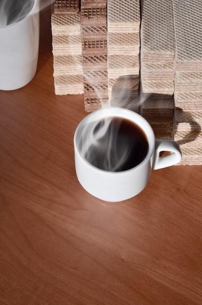 コーヒーカップとワッフル Premium写真