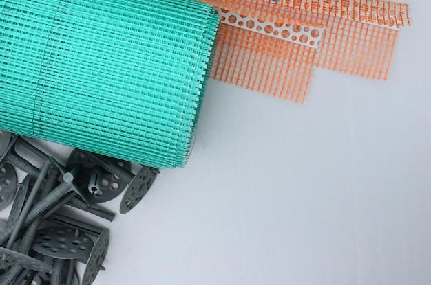 壁を断熱するための一連の建築アイテム。 Premium写真