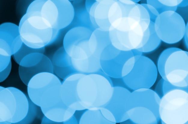 多くのボケ味を持つ青いお祝いクリスマスエレガントな抽象的な背景。多重芸術像 Premium写真