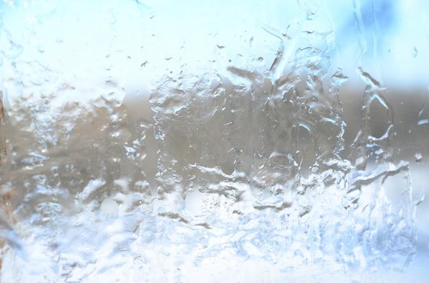 ガラス表面の氷の結晶組織の背景 Premium写真
