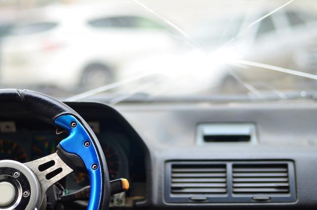 交通事故の間に車のインテリア Premium写真