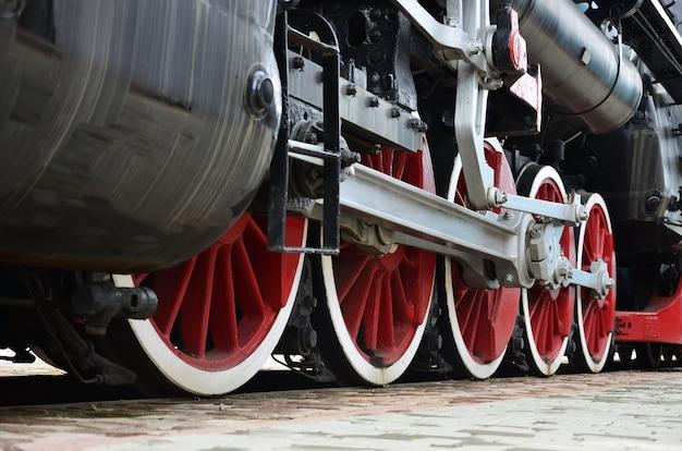 蒸気機関車の赤い輪 Premium写真