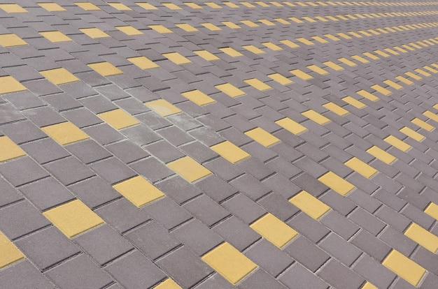 視点で町の広場の石畳の道 Premium写真