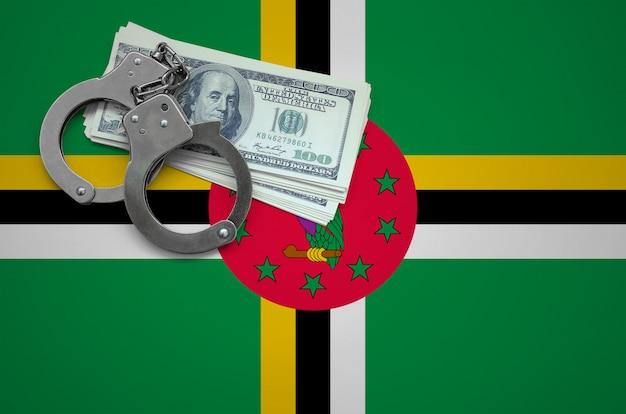 手錠とドルの束でドミニカ国の旗。法律を破り、犯罪を犯すという概念 Premium写真