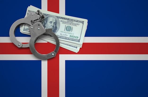 手錠とドルの束を持つアイスランドの旗。法律を破り、犯罪を犯すという概念 Premium写真