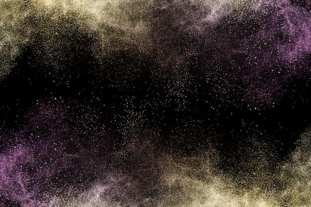 Косметическая кисточка с пурпурно-золотой косметической пудрой Premium Фотографии