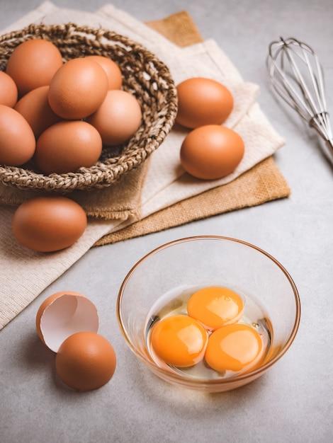 有機鶏卵の食材 Premium写真